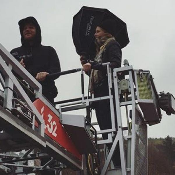 Up in the sky @studiostevephotos @hannnah_ma #wirsinddieguten #afraidofheights #firefighter #fotoshooting #boringmovie